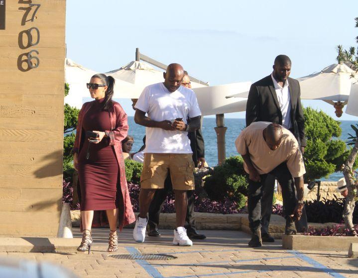 Kim Kardashian, Kanye West, and Steve Stoute eat at Nobu