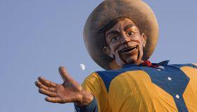 USA, Texas, Dallas, Fair Park, Big Tex in the Texas State fair